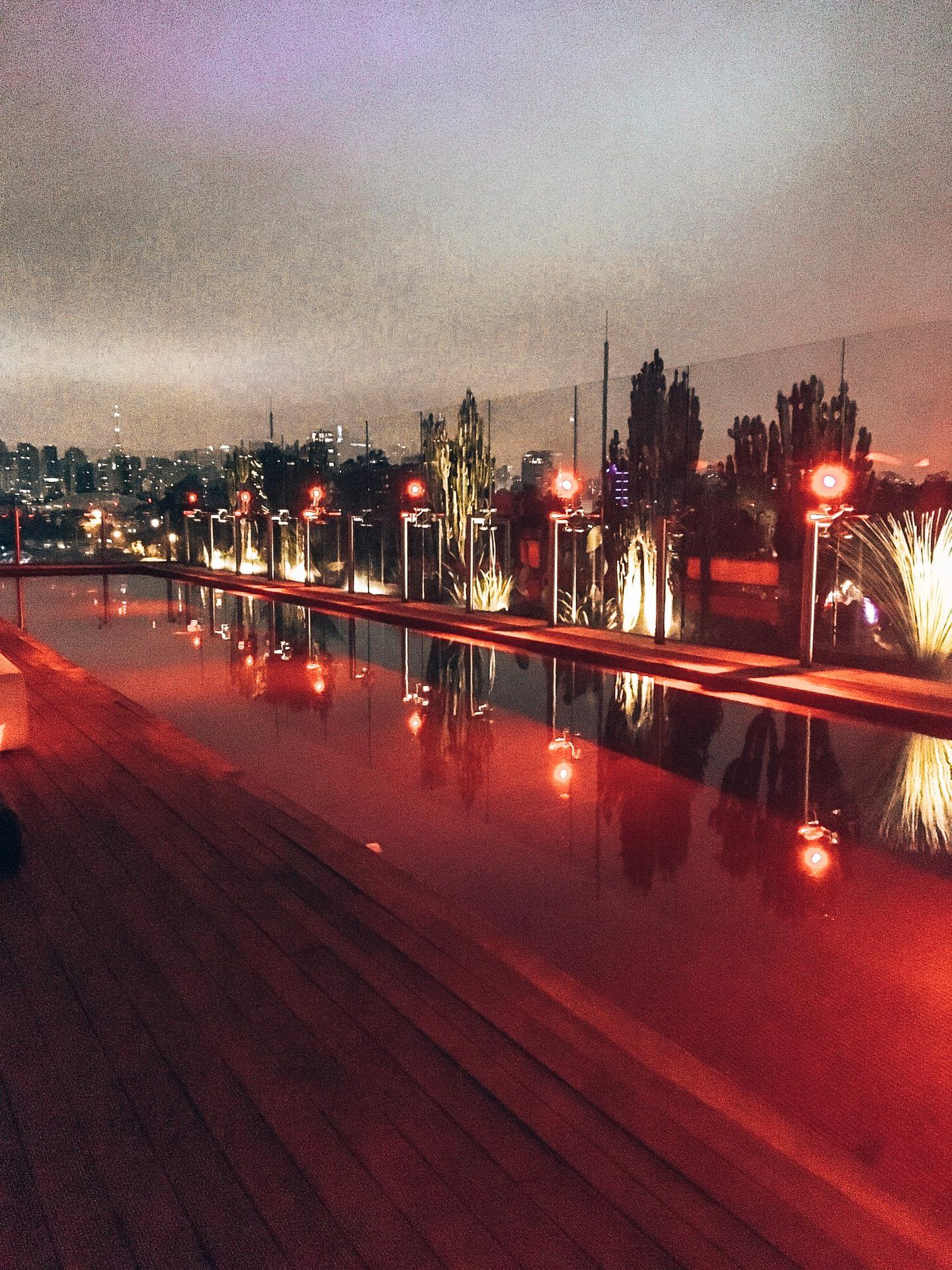 Skye Bar Red Pool São Paulo