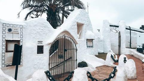 Punta Del este Whitewash buildings