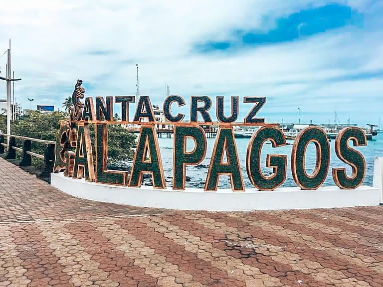 SantaCruz Galapagos welcome sign