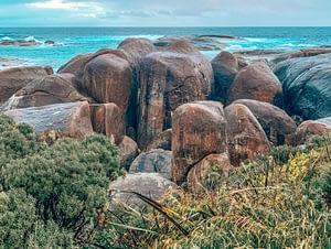 Wave rock - Rock formation shaped like a giant sea wave